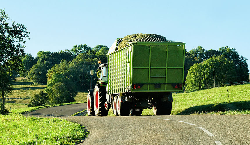 Agricultural tractor eco-driving