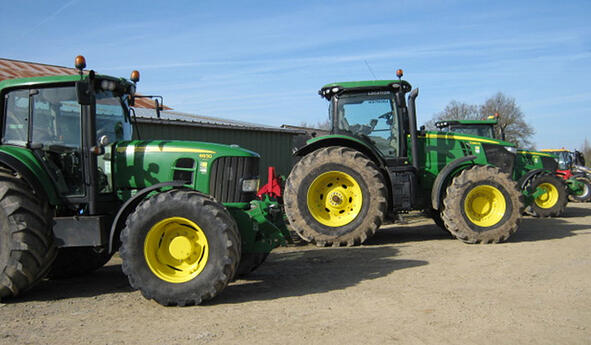 The best agricultural tyres for agricultural contracting companies
