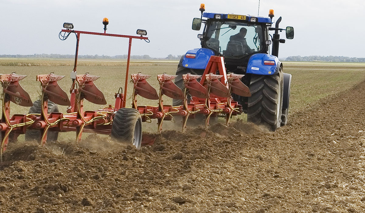 tractor tyre for good ploughing