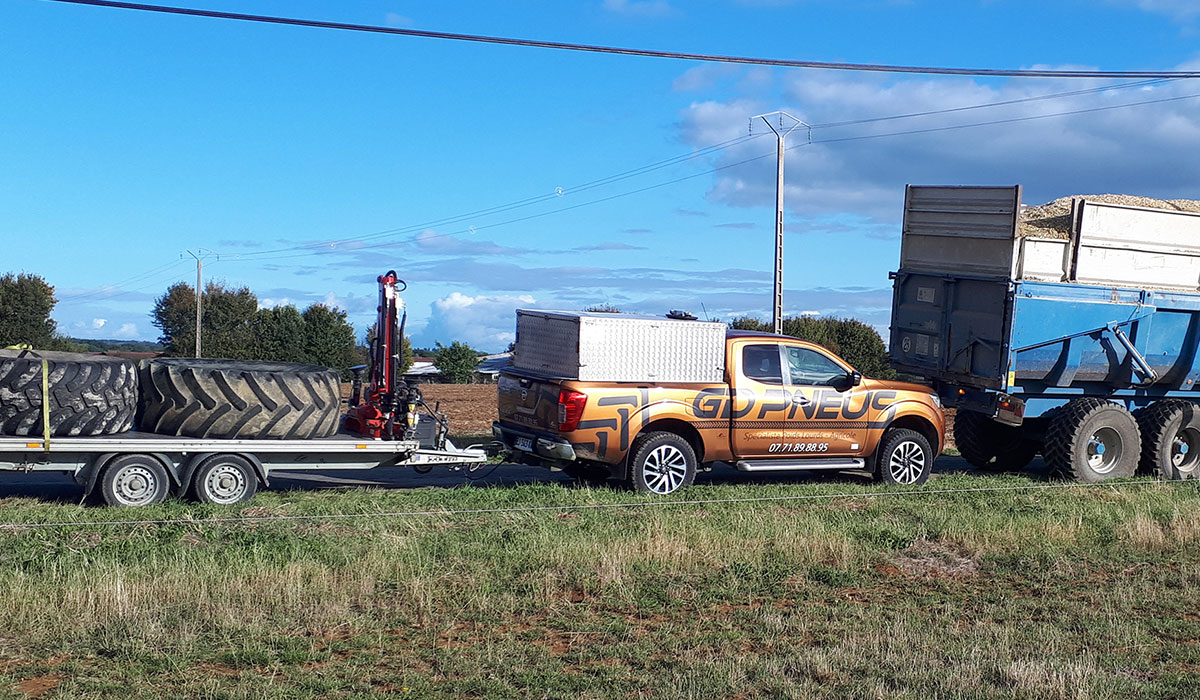 Breakdown assistance for a tractor with a trailer