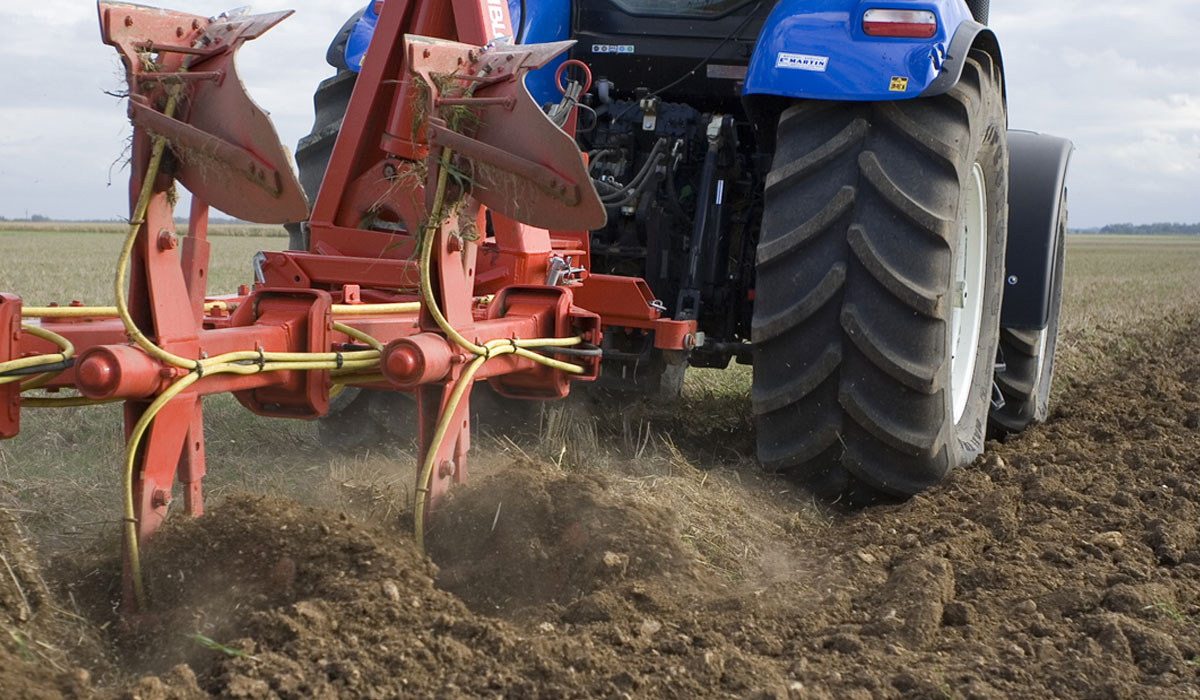 Soil compaction linked to tractor tyres
