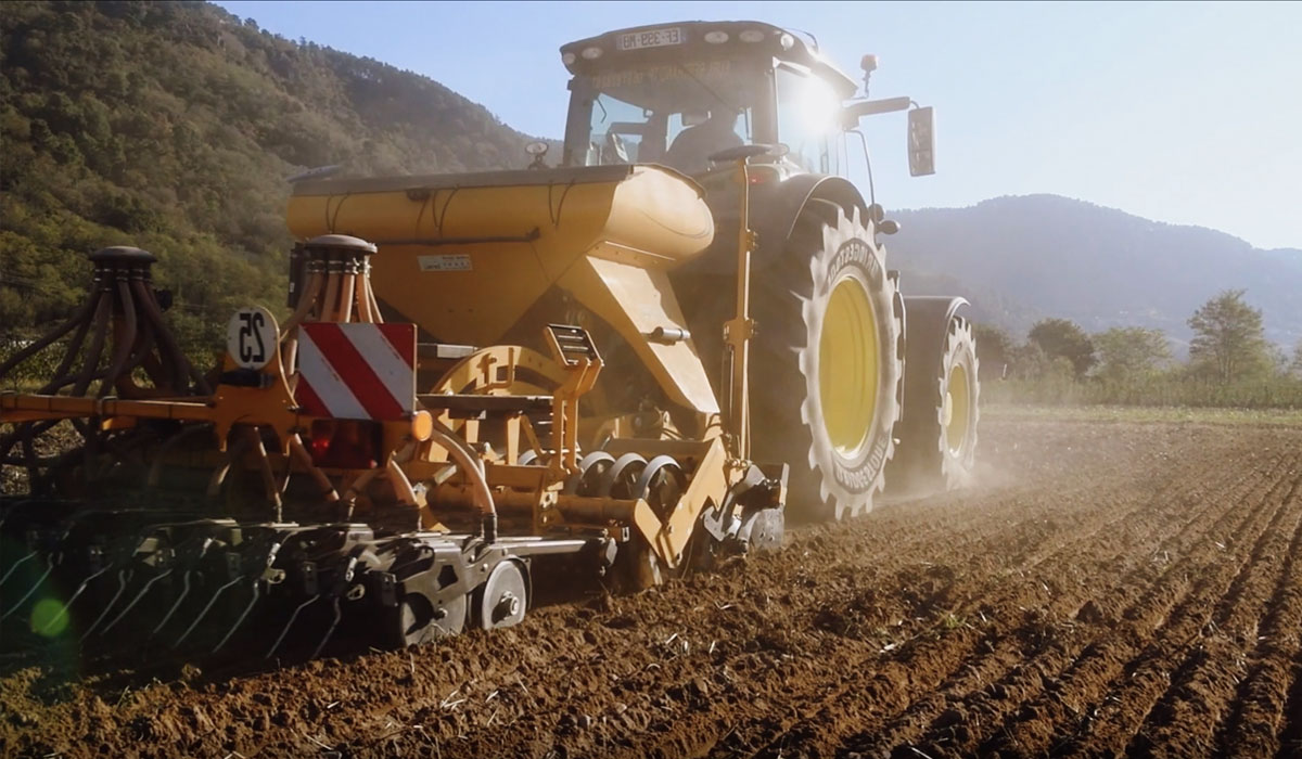 Rolling resistance of tractor tyres